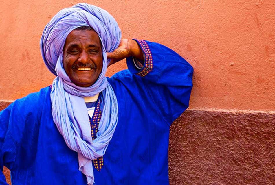 a moroccan man wear a desert djellaba